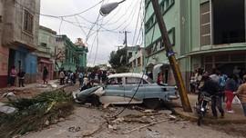 FOTO: Kuba Porak-Poranda Diterjang Tornado
