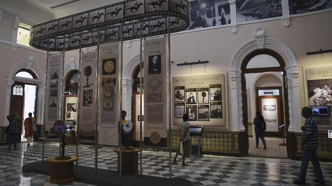 National Museum of Indian Cinema (NMIC) dibiayai oleh pemerintah dan berlokasi di sebuah bangunan lima lantai di Mumbai. Butuh US$19,6 juta (setara Rp277 miliar) untuk membuat museum itu. (AFP/PUNIT PARANJPE)