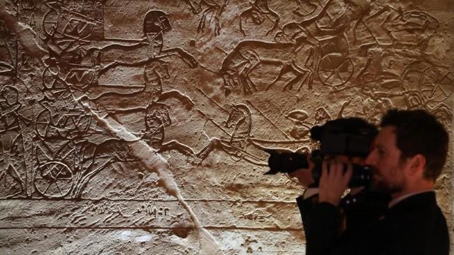 Kompleks candi Abu Simbel adalah salah satu bangunan monumental paling populer di Aswan, yang terletak diantara kedua Sungai Nil. (Photo by Ludovic MARIN / AFP)