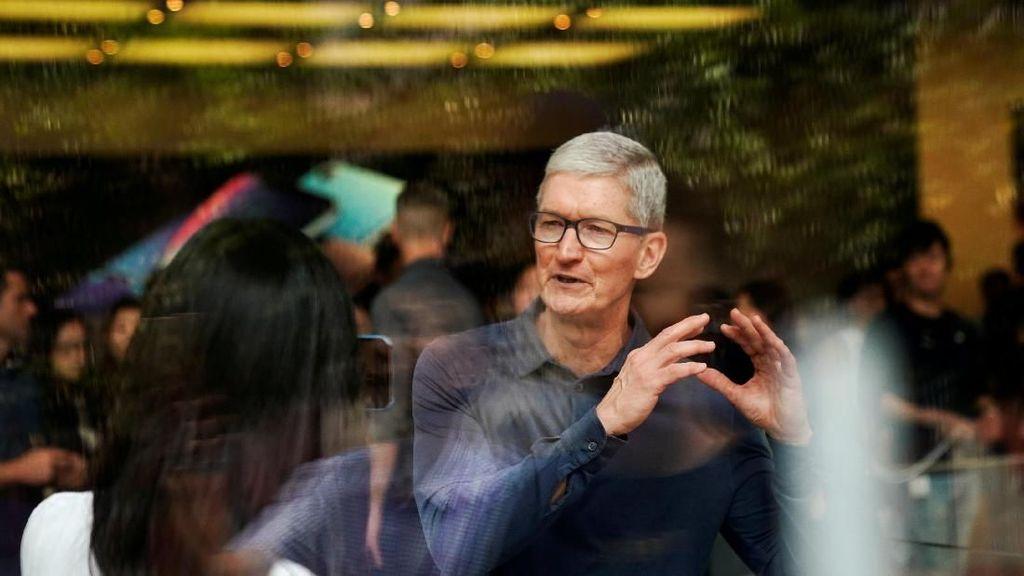 Donald Trump Puji CEO Apple, Sindir Bos Teknologi Lain