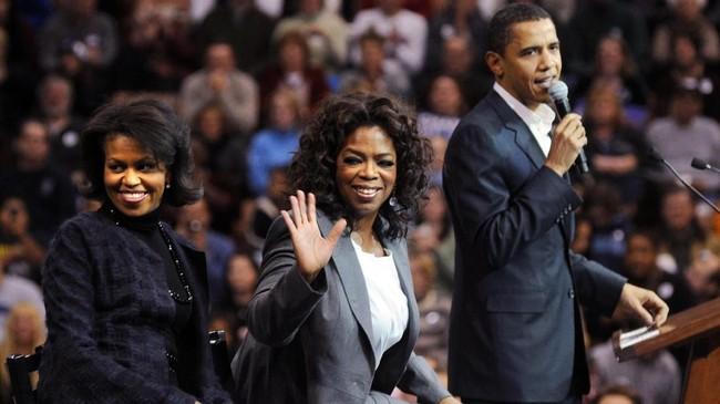 Oprah juga dikenal dekat dengan keluarga Barack Obama dan pernah berkampanye untuk presiden ke-44 Amerika Serikat tersebut. (McCollester/Getty Images/AFP)
