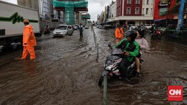Banjir di Jaktim, Jalan Dewi Sartika Arah Kalibata Macet
