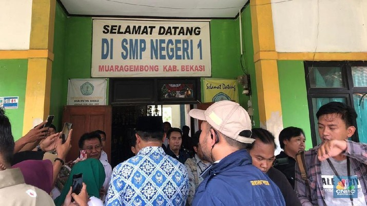 Presiden Joko Widodo (Jokowi) secara tiba-tiba meninjau SMP Negeri 1 Muara Gembong, Bekasi, Jawa Barat, Rabu (30/1/2019).