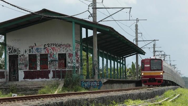 Melihat Kondisi Stasiun KA Pondok Rajeg yang Lama Mati