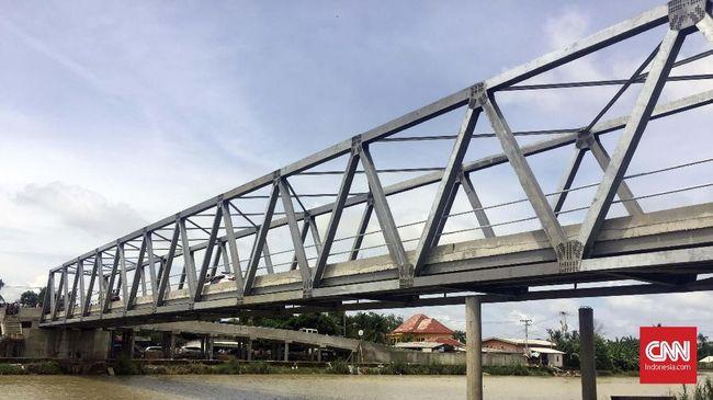 Jokowi dan Jembatan Penghubung Warga di Muara Gembong