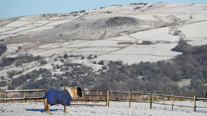 Alami Musim Salju, Transportasi Umum Inggris Alami Gangguan
