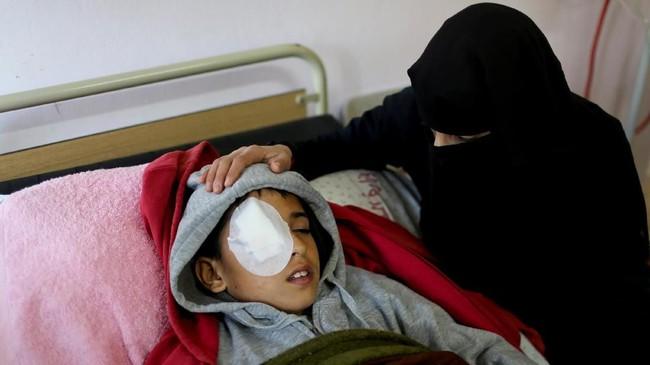 Saat itu Najjar bersama rekan-rekannya hanya iseng ikut demonstrasi karena merasa bosan. (REUTERS/Ibraheem Abu Mustafa)