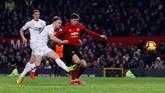 Saat babak kedua baru dimulai, Ashley Barnes mengejutkan Manchester United lewat golnya di menit ke-51. (Reuters/Jason Cairnduff)