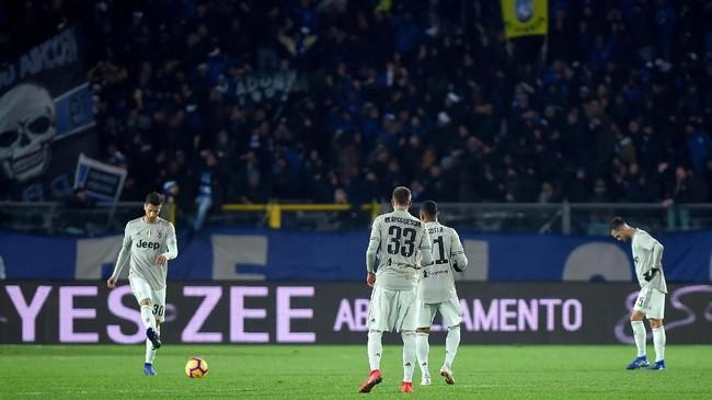Juventus harus mengubur mimpi mereka meraih treble musim ini. Mereka kini tinggal bisa berharap gelar juara di Liga Italia dan Liga Champions. (REUTERS/Massimo Pinca)