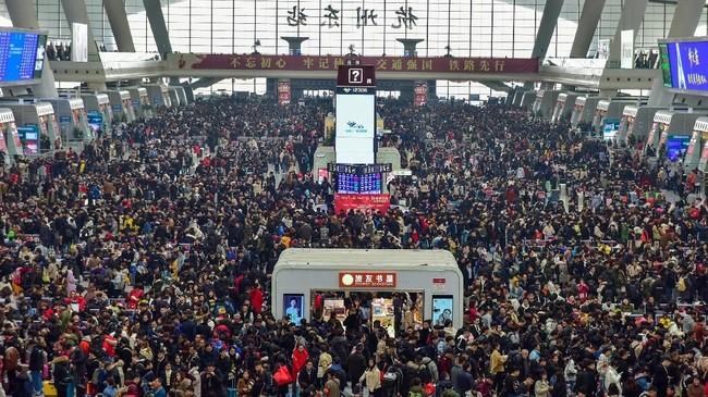 Suasana East Railway Station di Zhejiang, China, pada 30 Januari 2019, seminggu sebelum Tahun Baru China atau Imlek berlangsung. (REUTERS/Stringer)