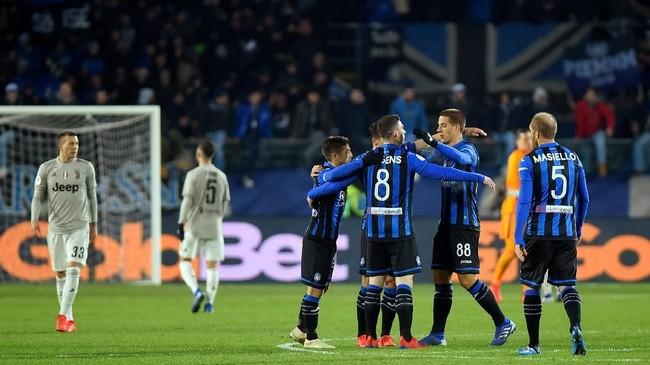 Kemenangan mengejutkan ini mengantar Atalanta lolos ke babak semifinal Coppa Italia. (REUTERS/Massimo Pinca)