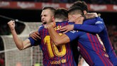 Selain itu Barcelona juga masih menjaga peluang meraih treble di kompetisi musim ini. (REUTERS/Albert Gea)
