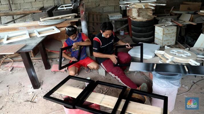 Kerajinan hand wood dari kayu bekas ini dijual dari harga Rp 250 ribu hingga Rp 2.000.000
