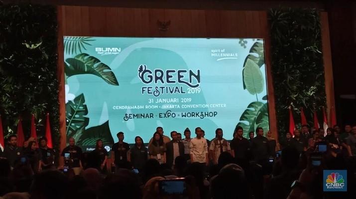 Presiden Joko Widodo (Jokowi) memberi pesan kepada para anak muda agar bisa menyesuaikan diri dengan revolusi industri 4.0.