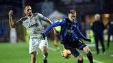 Juventus menghadapi Atalanta dalam laga perempat final Coppa Italia di Stadion Atleti Azzurri d'Italia. (REUTERS/Massimo Pinca)