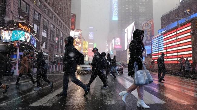 Suhu pada pagi hari di Chicago mencapai -30 derajat Celcius disertai dengan angin dingin, lebih dingin dari ibu kota negara bagian Alaska. (REUTERS/Brendan McDermid)
