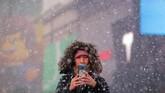 Dilaporkan lima orang meninggal karena cuaca dingin ekstrem dan badai salju di AS. (REUTERS/Brendan McDermid)