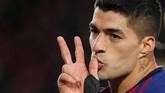 Setelah sempat kebobolan oleh Guilherme Arana, Luis Suarez mencetak gol kelima Barcelona di menit ke-89. (REUTERS/Albert Gea)