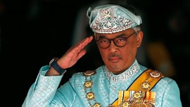 Raja Malaysia Setop Konvoi Demi Bantu Korban Kecelakaan