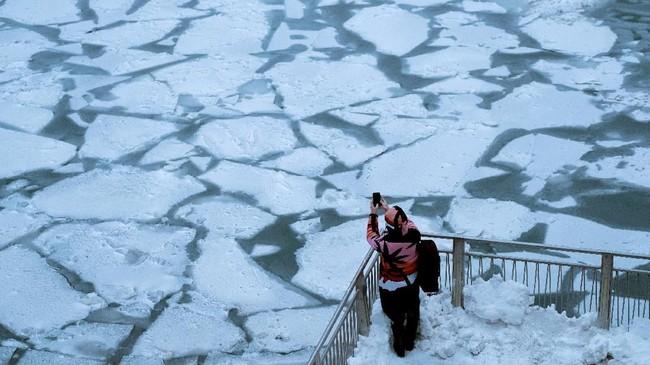 Badan Meteorologi Amerika Serikat memperkirakan suhu dingin mencapai -32 hingga -48 derajat Celcius. (REUTERS/Pinar Istek)