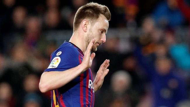 Ivan Rakitic membuat kedudukan jadi 2-0 lewat golnya di menit ke-31. Sevilla merupakan klub yang pernah dibela Rakitic. (REUTERS/Albert Gea)