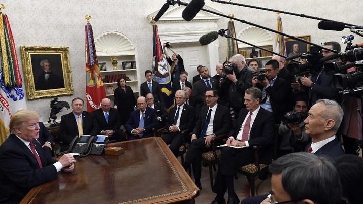 Presiden AS Donald Trump bertemu Wakil Perdana Menteri China Liu He di Gedung Putih.