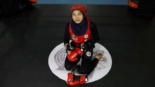 Kawsar Sherzad (17), atlet Muay Thai Afghanistan. Dia berharap Taliban mau menghargai prestasi perempuan Afghanistan. (REUTERS/Mohammad Ismail)