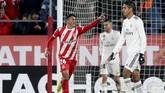 Girona sempat memperkecil kedudukan menjadi 1-2 melalui gol Pedro Porro pada menit ke-71. Namun, Real Madrid kembali menjauh. (REUTERS/Albert Gea)