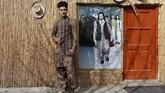 Sultan Qasim Sayeedi (18) yang seorang model cemas kalau Taliban kembali maka dia tidak bisa lagi menggelar peragaan busana. (REUTERS/Mohammad Ismail)