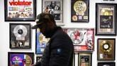 Lagu itu berawal dari Bronx di New York, dan sampai ke puncak kejayaan sebagai permulaan komersialisasi dari era yang tak terlupakan di musik. (ANDREW CABALLERO-REYNOLDS / AFP)