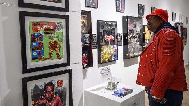 Museum itu berisi lebih dari 500 barang memorabilia dari dunia hip hop. (ANDREW CABALLERO-REYNOLDS / AFP)