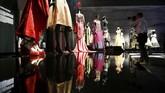 Pameran Dior ini sedikit banyak mereka ulang dari pameran Christian Dior: Couturier du Reve di Musee des Arts Decoratifs di Paris. (REUTERS/Henry Nicholls)
