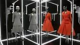 Pameran Christian Dior: Designer of Dreams digelar di Victoria and Albert Museum. (REUTERS/Henry Nicholls)