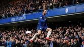 Gonzalo Higuain mencetak gol pembuka Chelsea sekaligus melecut motivasi rekan-rekannya untuk mengalahkan Huddersfield di Stamford Bridge. (Reuters/John Sibley)