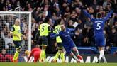 Gonzalo Higuain tampil gemilang dan sukses mencetak dua gol ke gawang Huddersfield Town. (Reuters/John Sibley)
