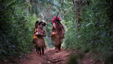 Limpahan lumpur dan limbah dari bendungan itu mencemari sungai dan mengancam kehidupan suku Pataxo Ha-ha-hae. (REUTERS/Adriano Machado)