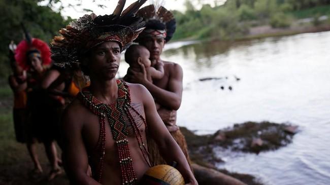 Suku Pataxo Ha-ha-hae bermukim hanya beberapa kilometer dari lokasi bendungan yang jebol. (REUTERS/Adriano Machado)