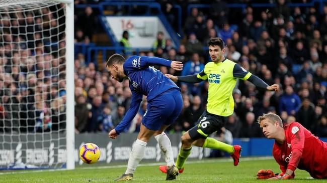 Eden Hazard menggandakan koleksi golnya di laga ini sekaligus membawa Chelsea unggul 3-0. (REUTERS/David)