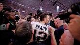 Tom Brady usai New England Patriots menjadi juara Super Bowl 2019. Brady menjadi pemain pertama dalam sejarah yang mampu merebut enam gelar Super Bowl. (REUTERS/Mike Segar)