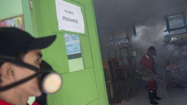 Dinas Kesehatan Provinsi DKI Jakarta menyatakan bulan Februari dan Maret mendatang seluruh wilayah Ibu Kota diprediksi masuk dalam kategori waspada. ANTARA FOTO/Sigid Kurniawan/wsj.