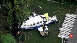 VIDEO: Pesawat Jatuh di Halaman Rumah Warga AS