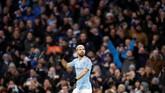 Catatan hattrick Sergio Aguero ke gawang Arsenal membuat dirinya hanya kalah dari Alan Shearer (11 hattrick) yang jadi pemegang rekor hattrick di Liga Primer Inggris. (Reuters/Carl Recine)