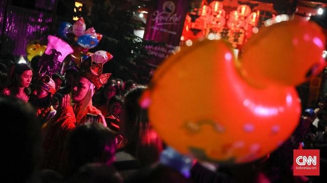 Kisah Sun Go Kong membantu Biksu Tong mencari kitab suci menjadi drama favorit paling ditunggu-tunggu pengunjung Pasar Imlek Semawis setiap tahunnya.