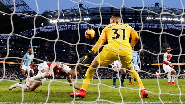 Arsenal sukses mencetak gol balasan lewat Laurent Koscielny di menit ke-11. (REUTERS/Andrew Yates)