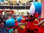 Jelang Imlek, Mal Malaysia Ganti Hiasan Babi dengan Doraemon