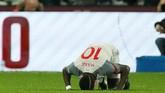 Penyerang Liverpool Sadio Mane merayakan gol ke gawang West Ham. Gol Mane menjadi polemik karena James Milner dalam posisi offside sebelum mengirim assist. (Reuters/John Sibley)