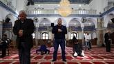 Masjid dan institusi agama lain di luar Yahudi di Israel berada di bawah wewenang petugas setempat yang selanjutnya bertanggung jawab kepada Menteri Dalam Negeri. (Reuters/Ammar Awad)