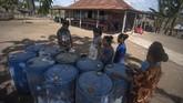 Dahulu harga BBM di pulau ini sangat mahal, bisa mencapai kisaran Rp100ribu per liter. (ANTARA FOTO/Puspa Perwitasari)