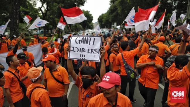 Jumlah massa yang mengikuti aksi unjuk rasa diklaim sekitar 1.200 orang, tidak hanya aksi di depan Gedung Kementerian BUMN, tetapi juga di depan Gedung PT Pos Indonesia. (CNN Indonesia/Adhi Wicaksono)