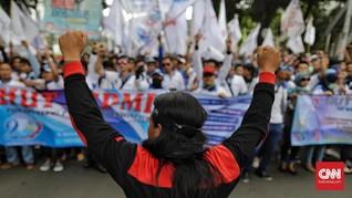 Rayakan HUT, Serikat Buruh Berdemo di Depan Istana
